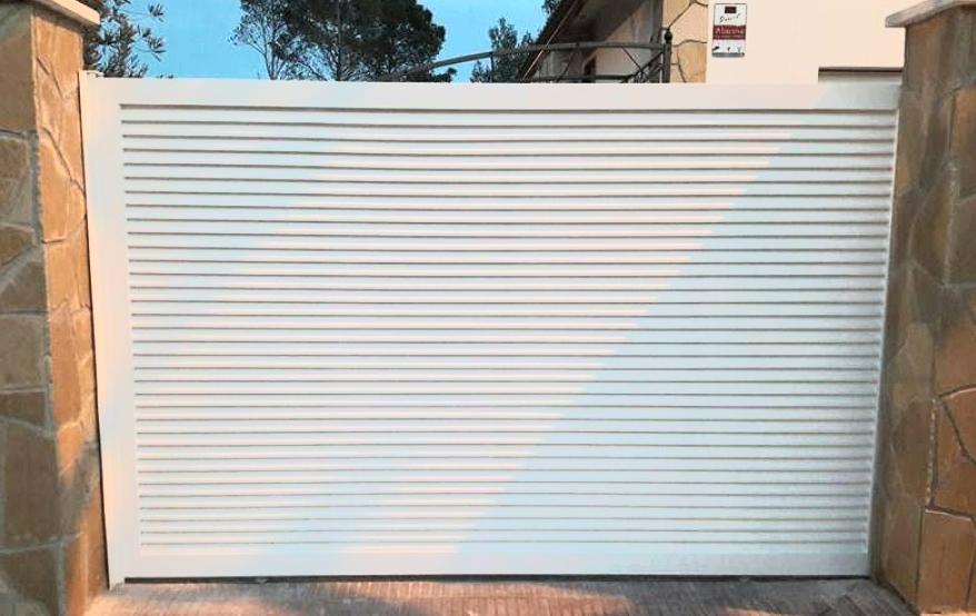 Puertas aluminio soldado blanca Desoval